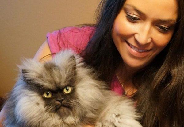 Энн Мари Эви и гималайский кот Полковник Мяу
