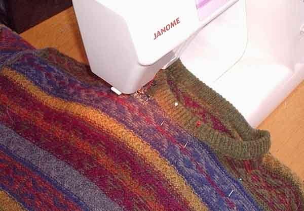Лежанка из свитера. Шаг 1