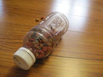 Кормушка — головоломка из бутылки