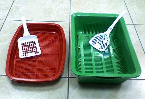 Зелёный высокий и красный низкий пластиковые лотки
