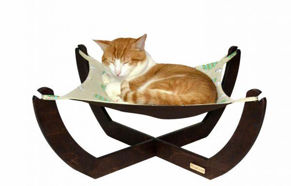 Рыжий кот на гамаке