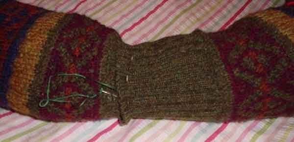 Лежанка из свитера. Шаг 4