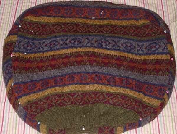 Лежанка из свитера. Шаг 7