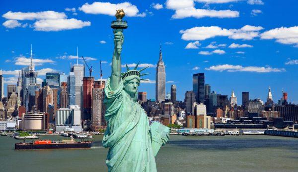 Статуя свободы и вид на Нью-Йорк