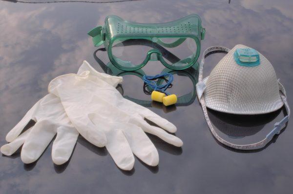 перчатки, маска, респиратор и беруши