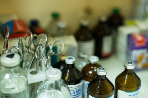 лекарства и инструменты