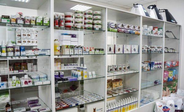 Витрина ветеринарной аптеки