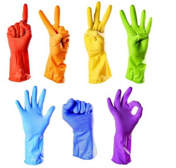 Резиновые перчатки разных цветов