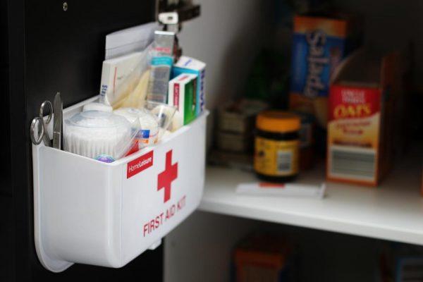Шкафчик с лекарствами