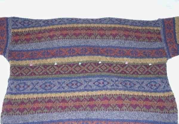 Лежанка из свитера. Шаг 2