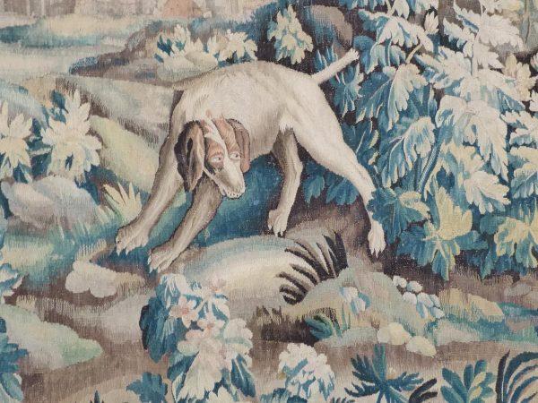 Фрагмент старинного гобелена «Собака и фазан»