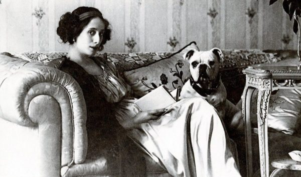 Балерина Анна Павлова и её английский бульдог