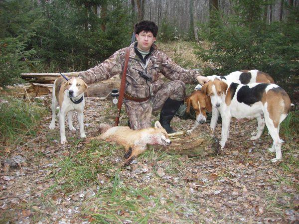 Охотник с пегими гончими и добычей