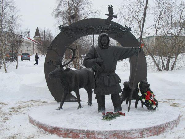 Памятник «Подвигу участников оленно-транспортных батальонов в годы Великой Отечественной войны»